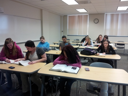 English 102 students prepare and practice for their final. By Maisune Rafeh, CCC Jourrnalism Program